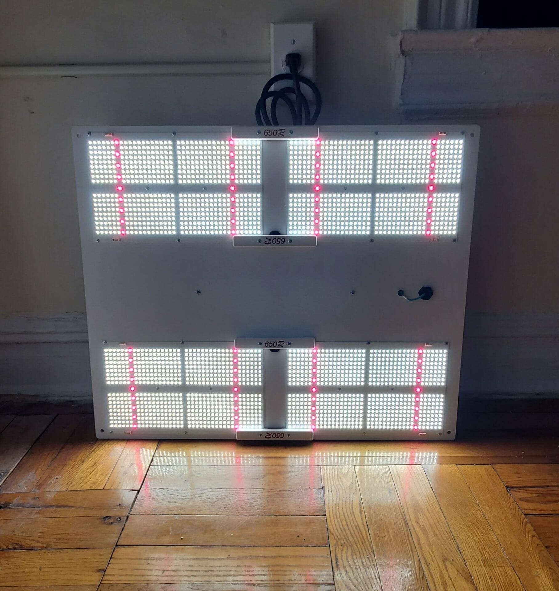 HLG 650R grow light